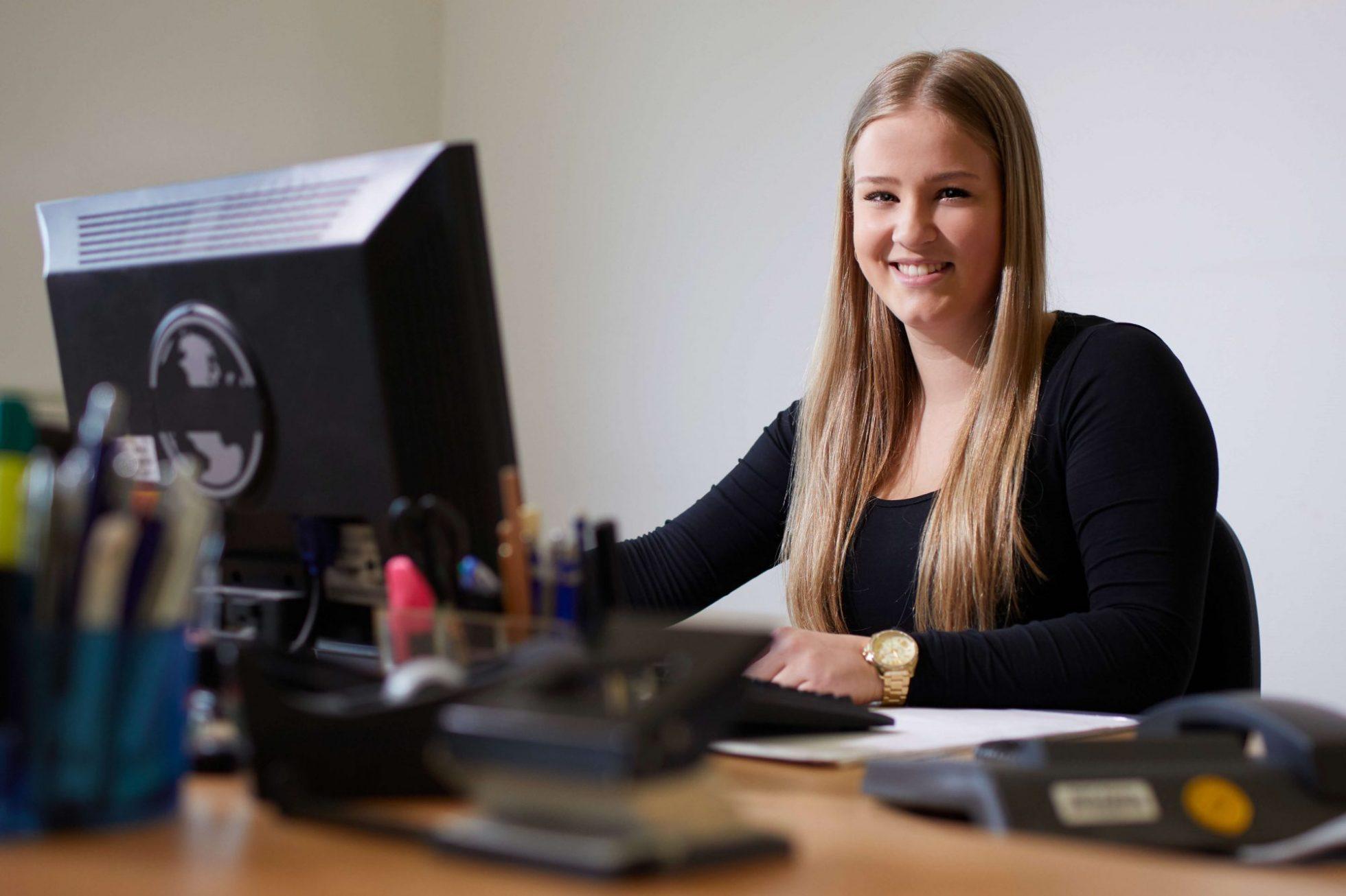 Jobs, Karriere, Stellenangebote bei BHK Kottmann in Büren. Mitarbeiterin in der Ausbildung zur Industriekauffrau